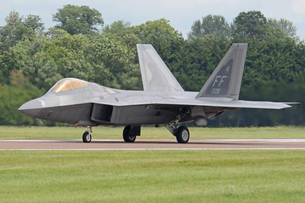 Израиль готовится к приему тяжелых истребителей F-22