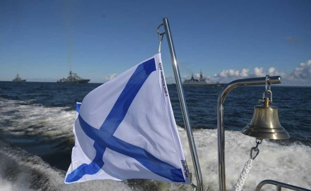 Андреевский флаг вместо звездно-полосатого
