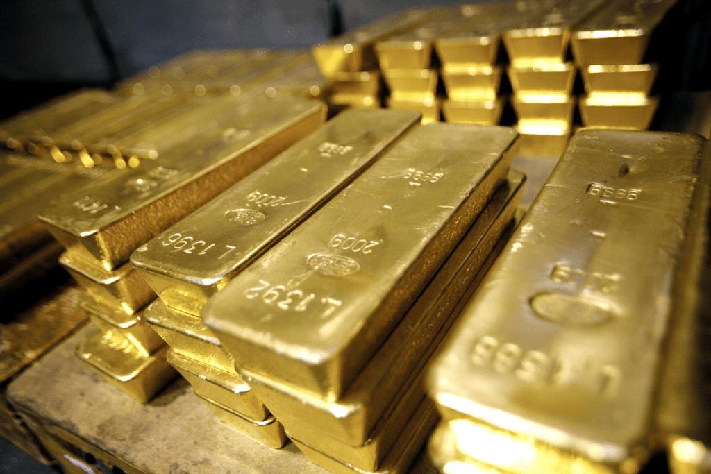 Финансовые власти РФ жертвуют русским золотом ради доллара
