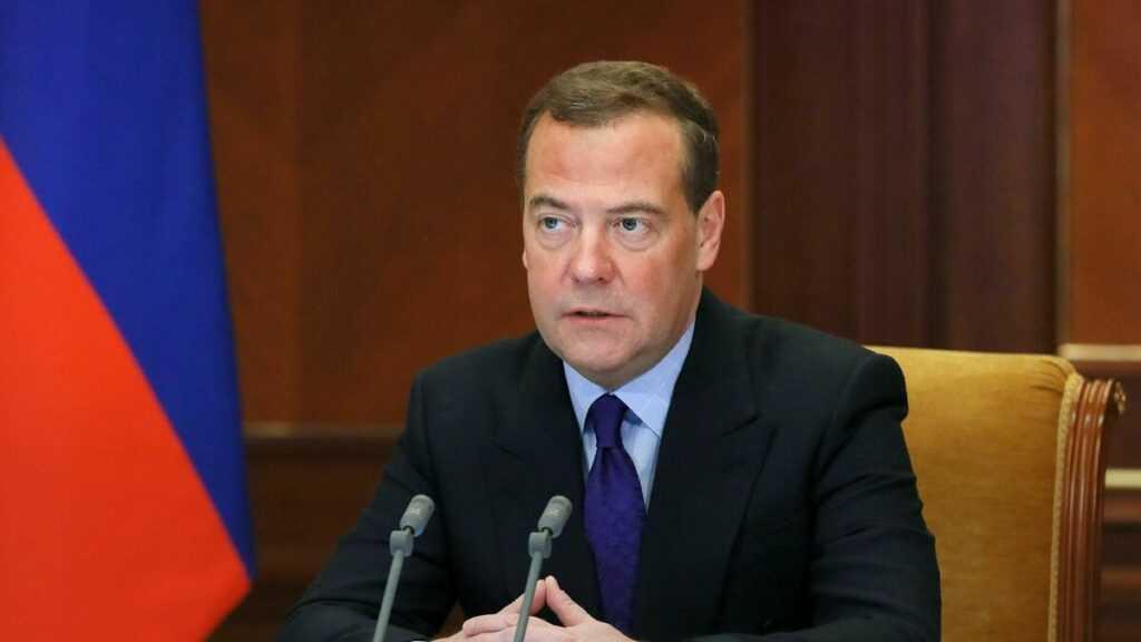 Деятельность правительства Медведева признана провальной. Будут ли посадки?