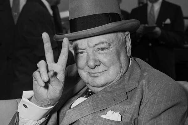 """Уинстон Черчилль: """"Страна, пытающаяся сделать выбор между позором и войной, выбирая позор, получит и то и другое"""""""