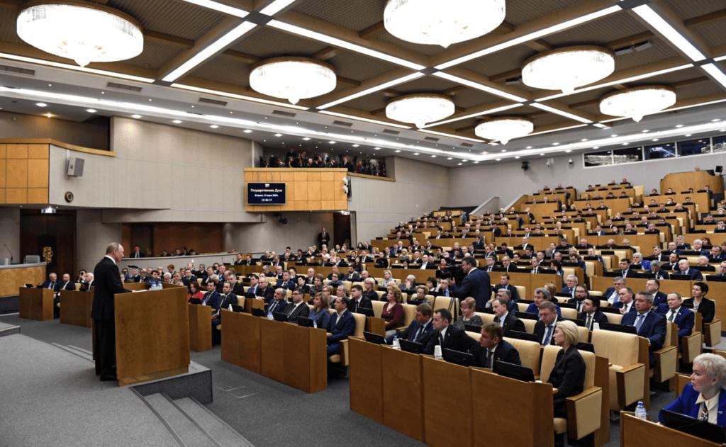 """26 миллионов рублей в месяц зарабатывает """"средний"""" депутат Госдумы"""