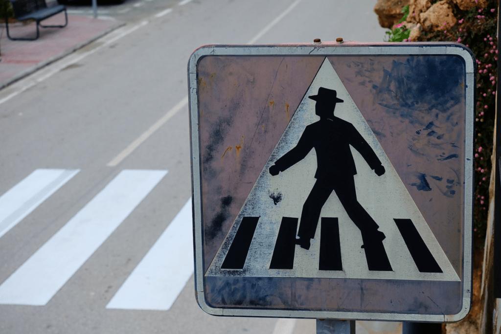 Как не стать жертвой мошенников, имитирующих ДТП на пешеходном переходе?